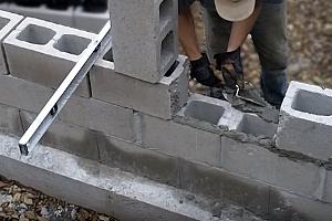 строительство стены из блоков