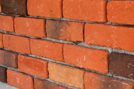 кирпичная плитка на стене