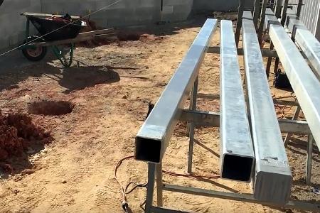 подготовка к установке металлических столбов