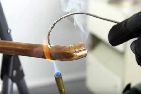 для пайки медных труб используется специальный припой